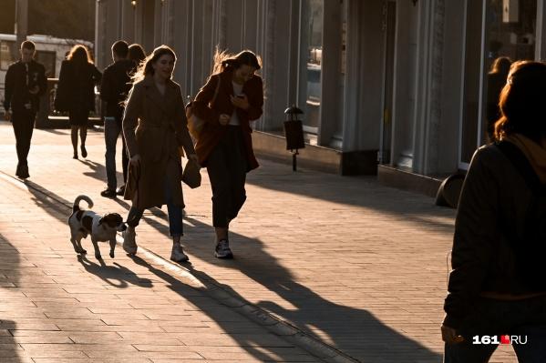 В Ростов пришло долгожданное тепло, и ростовчане с удовольствием вышли на улицы насладиться солнцем