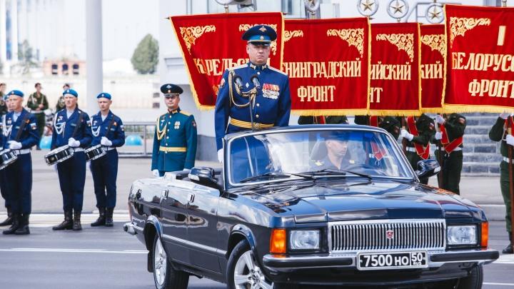 20 ярких кадров с «Марша Победы» на Нижне-Волжской набережной