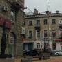 В центре Ростова два человека рухнули с высоты в 5 метров вместе с балконом