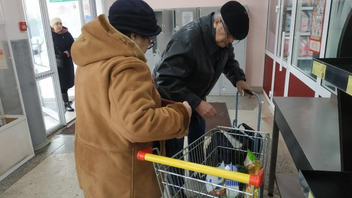 Чиновник о скупке тушенки в магазинах Уфы из-за коронавируса: «Не покупайте впрок»