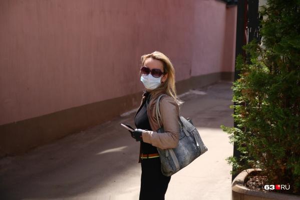 Корреспондент чувствует себя белой вороной в голубой маске