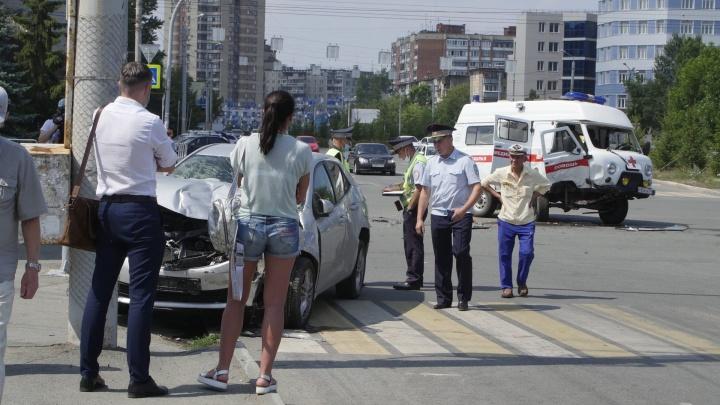 Женщина, попавшая в ДТП на машине скорой в Челябинске, родила. В Минздраве рассказали о её состоянии