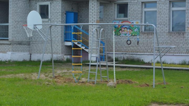 Первый игровой комплекс на деревне: в Суре установили две площадки для детей
