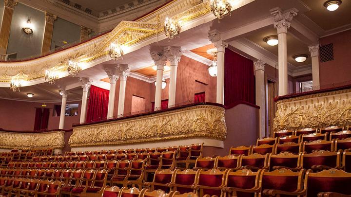В Челябинском театре оперы и балета установили новые кресла с несгораемой обивкой