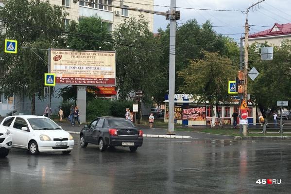 Из-за отключения электричества не работают светофоры на перекрестке улиц Гоголя и Пролетарской