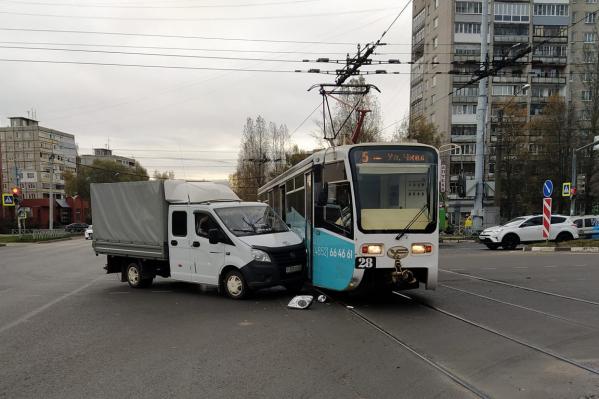 ДТП произошло наперекрестке проспекта Дзержинского и улицы Труфанова