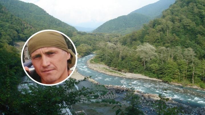 Пермяк сломал позвоночник, нырнув в горную реку в Адлере. Его пытаются вывезти на родину