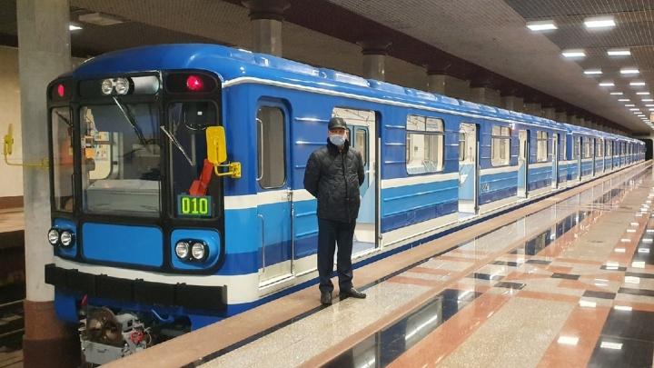 Блестят как новенькие: в самарском метро вернули на линию отремонтированные вагоны