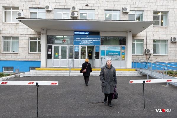 Волгоградцы говорят, что в поликлинике всего 2 терапевта, облздрав утверждает, что 20