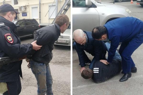 Прокуроры удерживали подозреваемого до приезда полиции