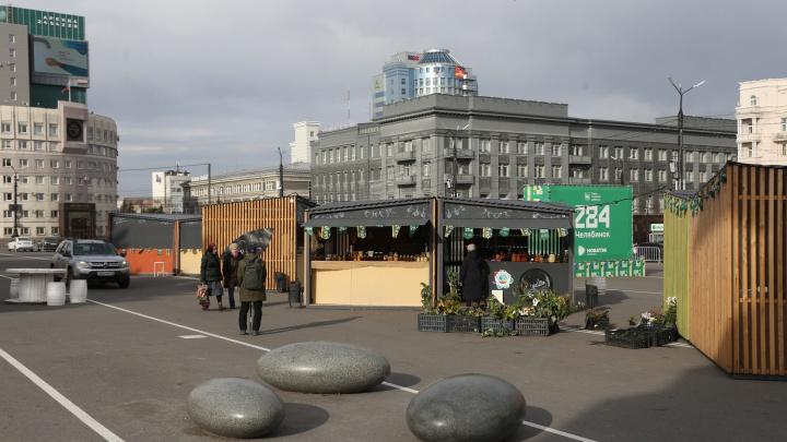 На площади Революции закрыто большинство киосков, но в мэрии говорят, что ярмарка продолжает работу