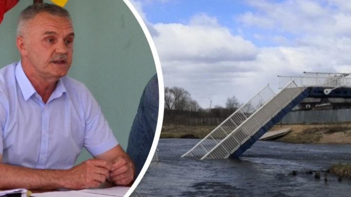 «Предатели»: глава района, где рухнул мост, выиграл суд у депутатов, поставивших ему «неуд» за работу