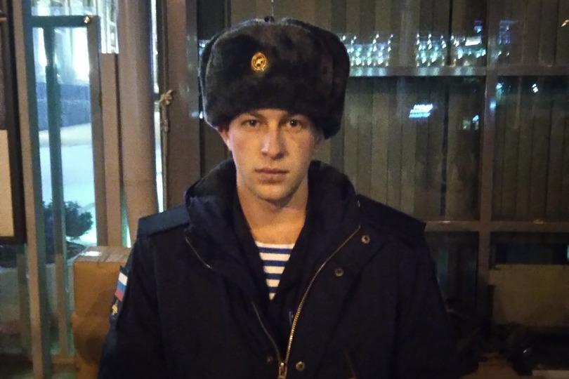 Александр с детства мечтал стать десантником