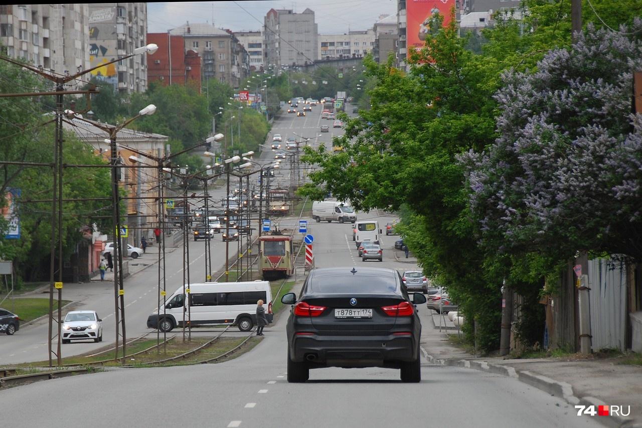 Сама улица Российская в сторону центра: пока здесь свободно