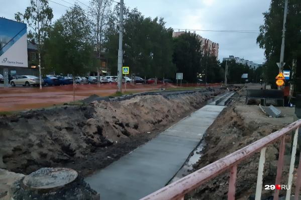 Обводный канал снова копают почти все лето в Архангельске