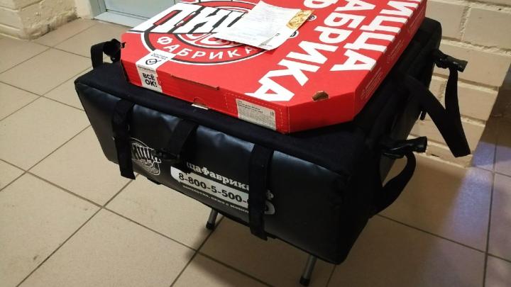 Курьер приедет с табуреткой: «ПиццаФабрика» запустила бесконтактную доставку в Архангельске