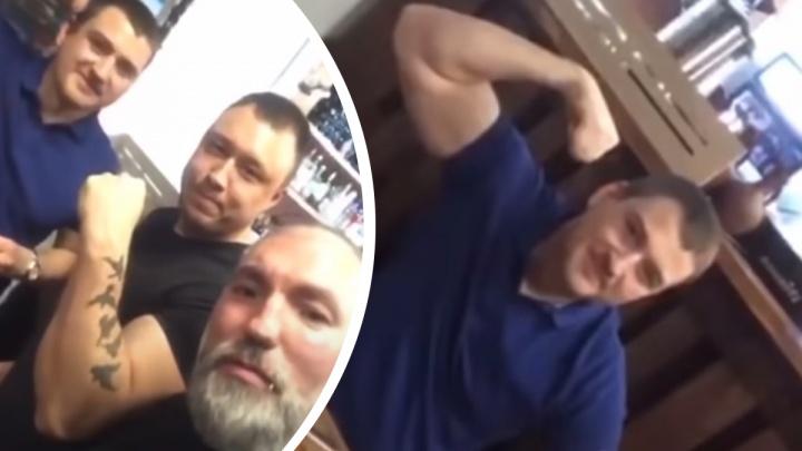 Полицейский, уволенный после вечеринки с криком «АУЕ», пытался взыскать компенсацию с автора видео