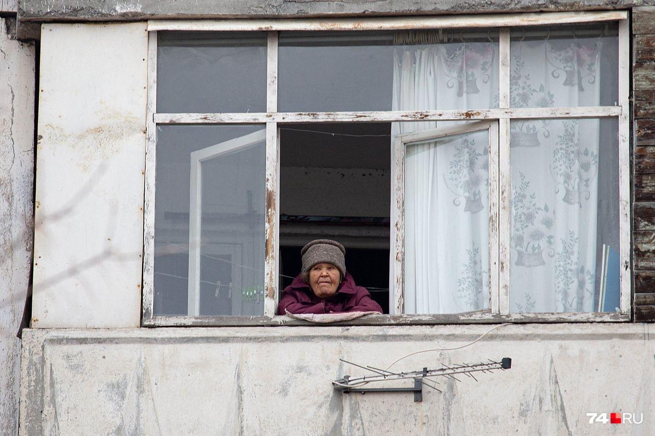 Пожилым людям со всех точек зрения лучше оставаться дома