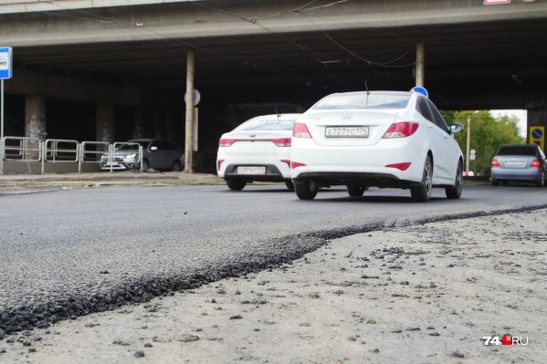 Дорога возле трамвайного депо на Первой Пятилетки давно ждала ремонта. Хорошего ремонта — не такого