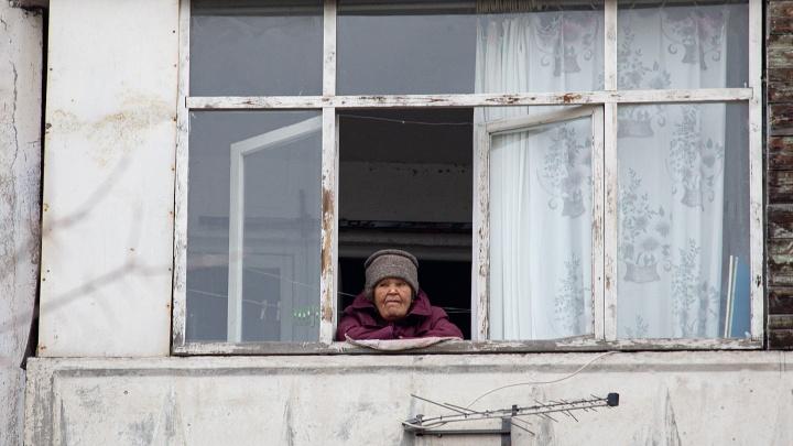 Стариков и детей, чьи родные заболели коронавирусом, в Челябинской области приютит Минсоц