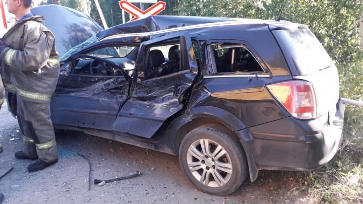 «У четырехлетней девочки разбита голова»: в Среднеуральске МАЗ протаранил Opel