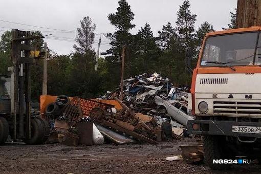 Двое красноярцев вывезли с базы неисправный КАМАЗ и сдали в металлолом