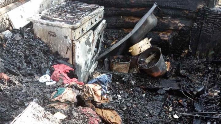 В Тюменской области погибли двое малолетних детей при пожаре