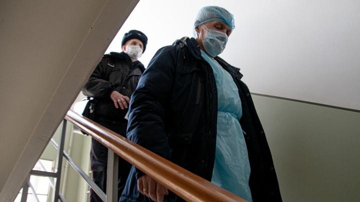 Количество пациентов с коронавирусом в крае перевалило за сотню