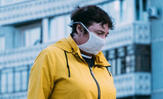 «Маска пропитана химикатом!»: полиция предупредила омичей о новом фейке, связанном с коронавирусом