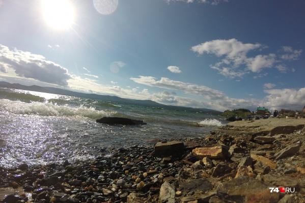 Подходить, смотреть и даже купаться в Тургояке и других южноуральских озёрах можно, близко подъезжать к ним на машине — нет