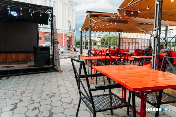 Летние веранды открылись в начале лета, но рестораторам так и не удалось вернуться к прежним объёмам выручки