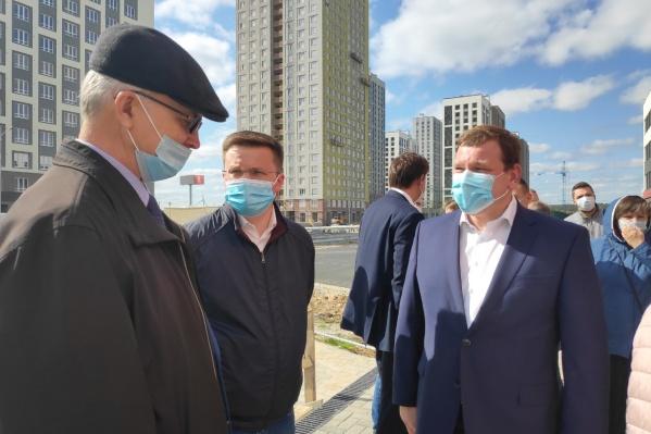 По словам чиновников, во время мероприятия они все были в масках