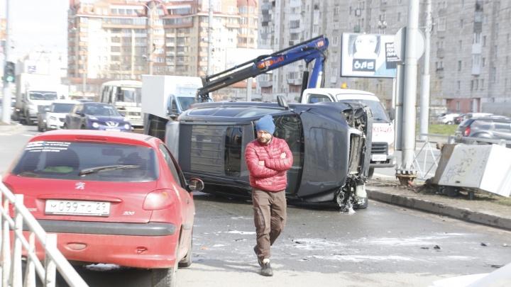 В Архангельске частично перекрыли движение на улице Воскресенской из-за ДТП