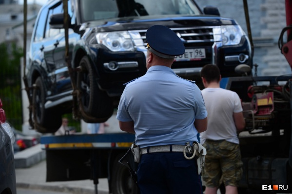 Чтобы вновь начать массовые эвакуации автомобилей в Екатеринбурге, планируется изменить областной закон
