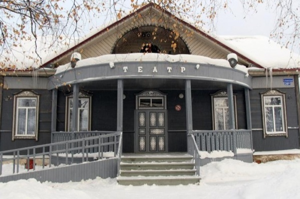 Любительский театр получал скудное финансирование от района и не принадлежал Минкульту