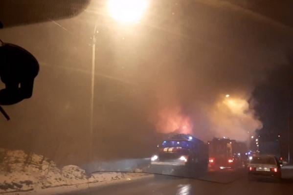 Очевидцы засняли пожар на Соликамской