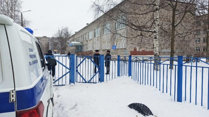 Администрация: учеников школы № 33 в Архангельске эвакуировали из-за звонка анонима