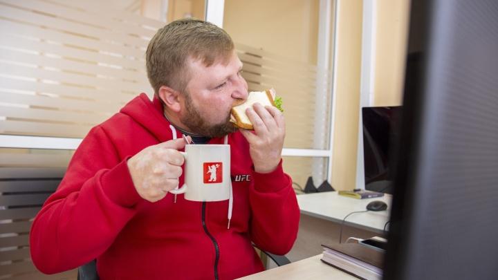 Толстеем от работы: диетолог из Ярославля назвала шесть главных причин набора веса