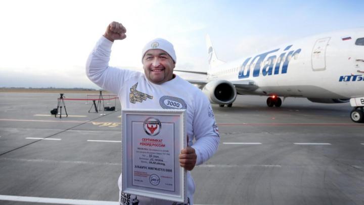 Эльбрус Нигматуллин, потянувший 30-тонный самолет, посвятил свой рекорд покойному мэру Уфы