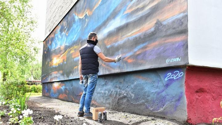 На стене ярославского дома нарисовали восход солнца