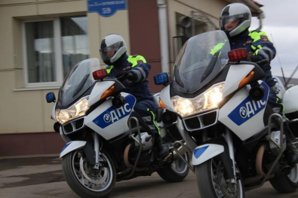 В первый же час патрулирования инспекторам попался подросток без прав на мопеде