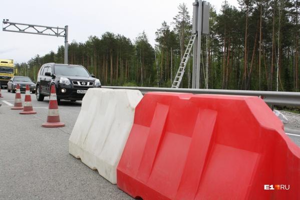 Из-за дорожных ремонтов свердловчане простаивают в длинных пробках на трассах
