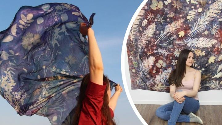 Листья рябины и клена на шелке: как мастерица из Архангельска создает неповторимые образы на тканях