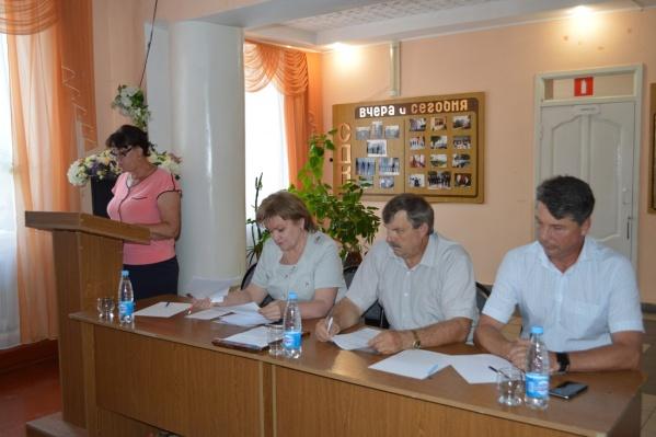Игорь Кундрат (крайний справа)
