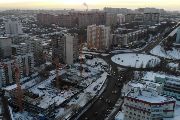 На площадке планируют возвести три многоэтажных дома
