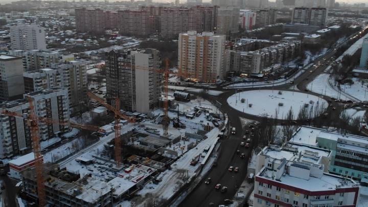 Тянут ввысь: как продвинулось строительство 32-этажек на «Антошке»