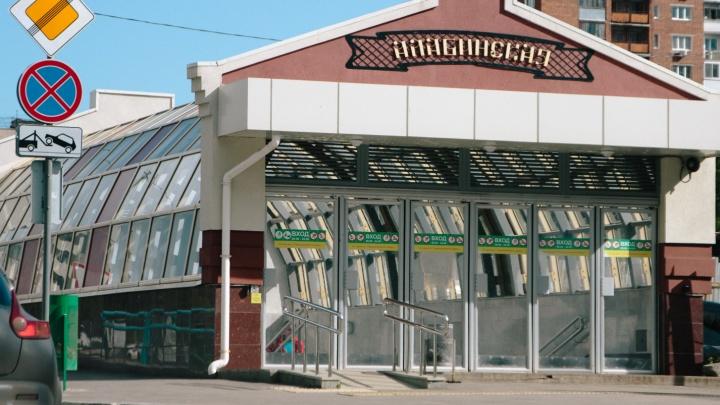 Стало известно, когда откроют все четыре выхода со станции метро «Алабинская»