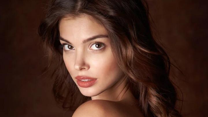Эротическое фото модели из Тюмени разместили в календаре Playboy