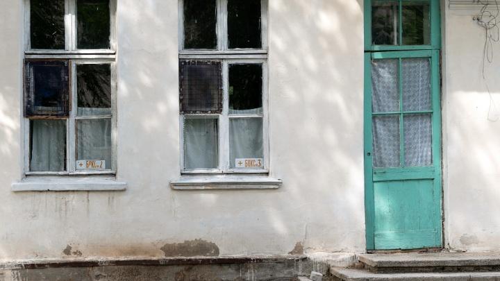 «Тараканы ползут по кроватям детей»: женщина показала ужасы инфекционного корпуса больницы под Волгоградом