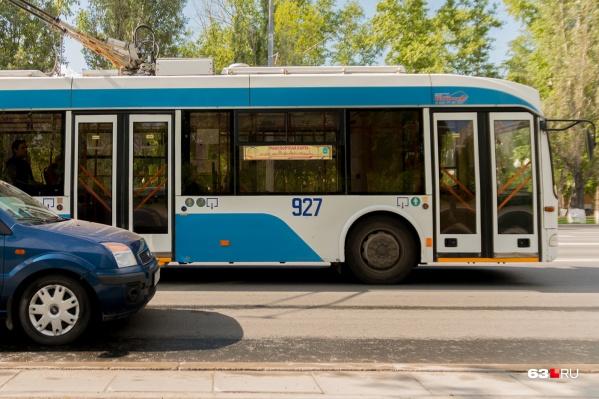 Троллейбусный маршрут стал меньше из-за строительства Фрунзенского моста — 2